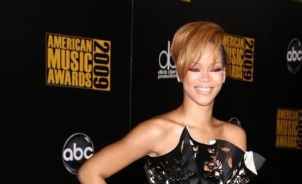 AMA Fashion Face-Off: Rihanna vs. Kristen Bell