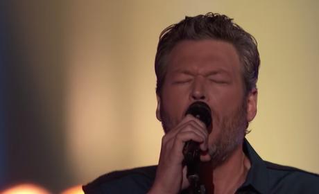 """Blake Shelton Sings """"Dream On"""""""