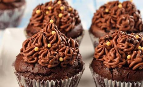 Woman Bakes Cupcakes for Neighbor, Steals Car