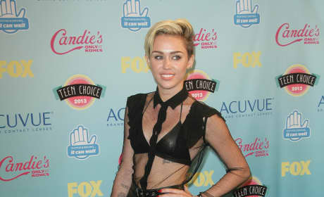 What do you think of Miley Cyrus's Teen Choice Awards oufit?