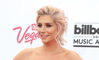 Kesha: Hot & Classy at Billboard Music Awards!