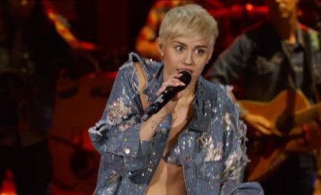 "Miley Cyrus Unplugged: ""Jolene"""