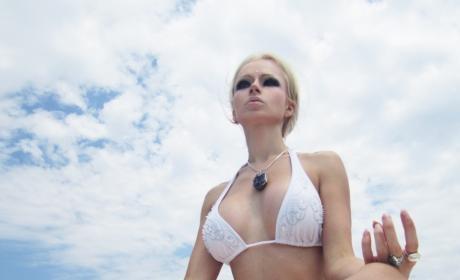 Valeria Lukyanova Bikini Pic