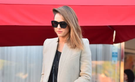 Jessica Alba Leaves a French Restaurant