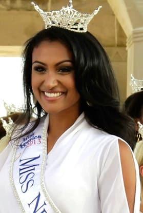 Nina Davuluri Photo