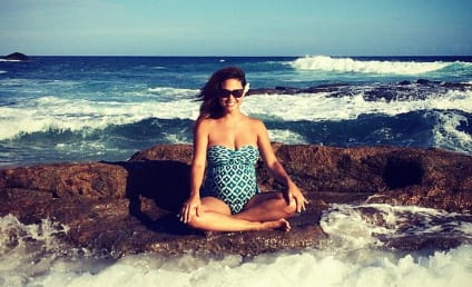 Vanessa Lachey: Baby Bumpin on the Beach!
