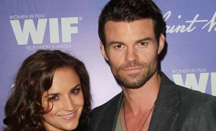 Rachael Leigh Cook: Pregnant with First Child!