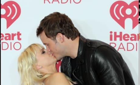 Chris Pratt Kisses Anna Faris