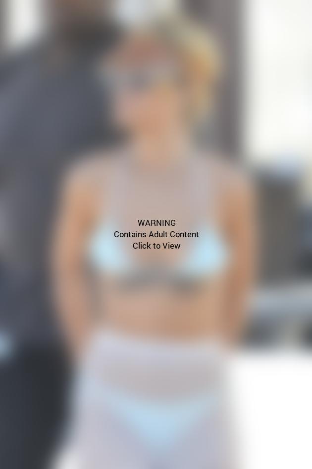 Rihanna Bikini Photo: HOT!