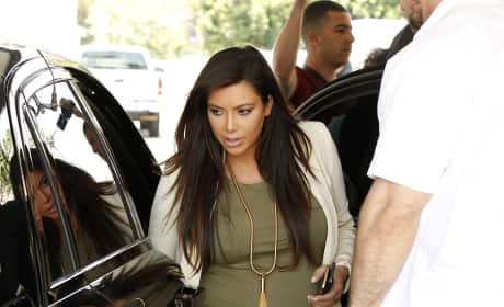 Kim Kardashian in Pregnant Dress