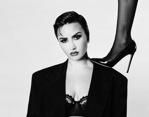 Demi Lovato sous les pieds