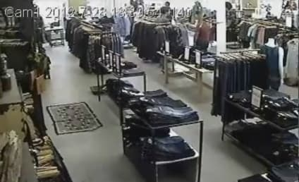 Teen Mob Steals Jeans From Chicago Store in a Flash