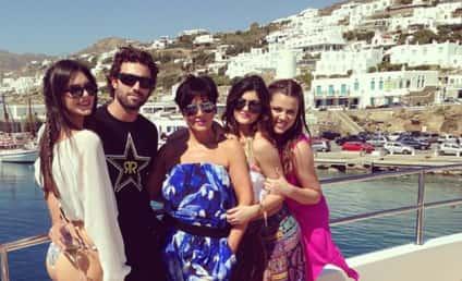 Kardashians in Greece: Look at Us!