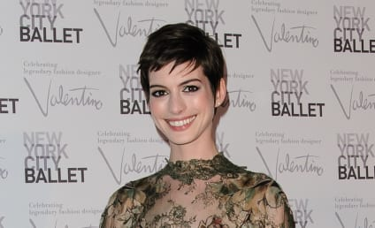 Saturday Night Live Names Anne Hathaway, Jeremy Renner Upcoming Hosts