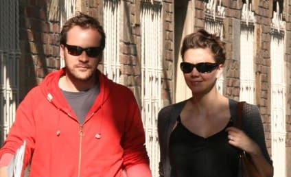 Maggie Gyllenhaal, Peter Sarsgaard Out Strollin'