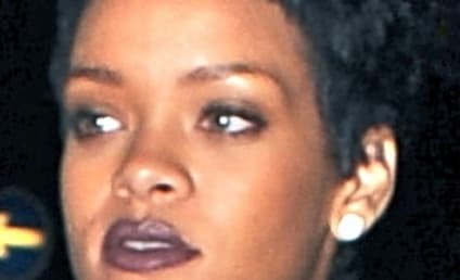 Rihanna and Chris Brown MAKE OUT at Club!