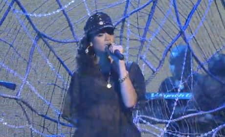 Rihanna - Talk That Talk (Live on SNL)