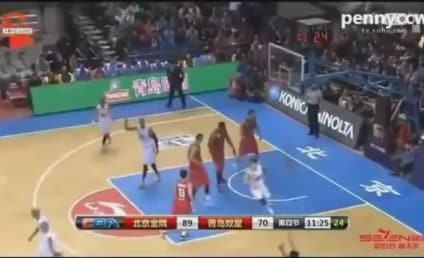 Tracy McGrady Taunted, Elbows Chinese Guy in Response