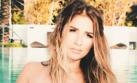 Jessie James Decker Cleavage Photo