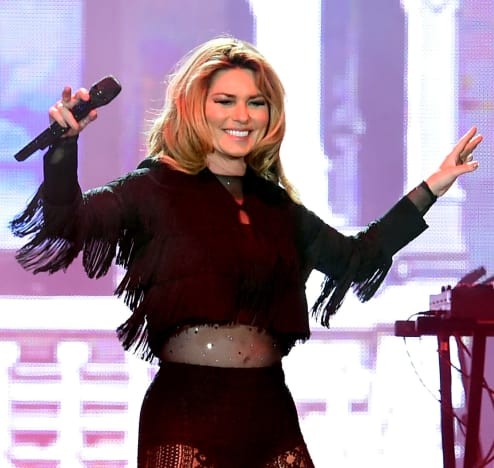 Shania Twain Smiles at Her Fans