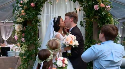 Michael Jessen embrasse la mariée, Juliana Custodio