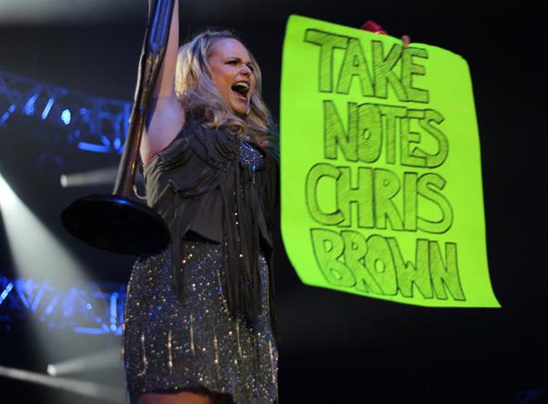 Miranda Lambert, Chris Brown Sign