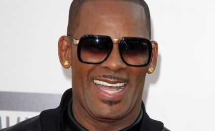 """R. Kelly Accused of Holding Teen Girls In Abusive """"Sex Cult"""""""
