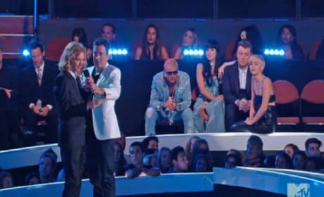 Homeless Man Accepts Miley Cyrus Award