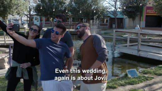 Yara Zaya - Until this wedding again is about Goofy (Goofy's friend selfie)