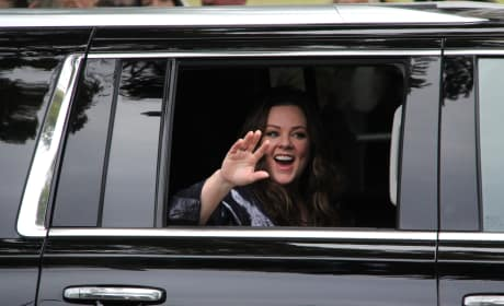 Melissa McCarthy Gets Dropped Off At The 73rd Golden Globe Awards