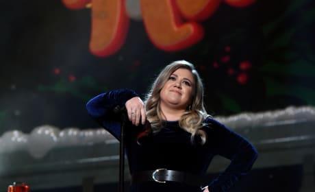 Kelly Clarkson is a Boss