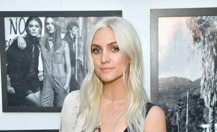 Ashlee Simpson Embraces Daughter: See The Cute Picture Here!