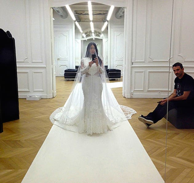 Kim K Wedding Gown: Kim Kardashian Wedding Dress Selfie