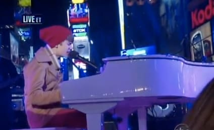 Justin Bieber Performs Live in Times Square