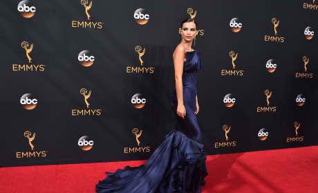 Emily Ratajkowski: Did She Insult Jimmy Kimmel's Mom?!