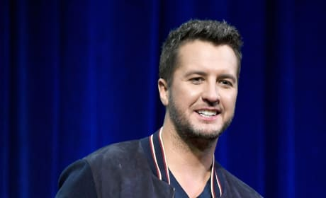 How did Luke Bryan with the Super Bowl national anthem?