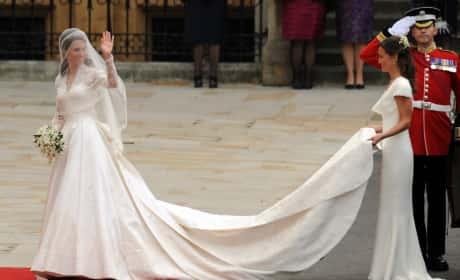 Kate Middleton Waves Pippa Middleton Holds Veil Pic