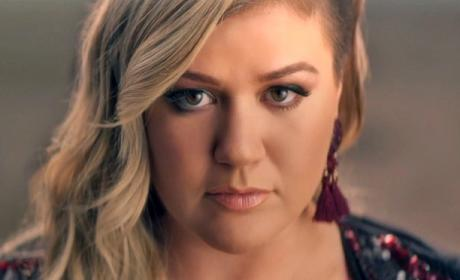 "Kelly Clarkson ""Invincible"" Music Video"