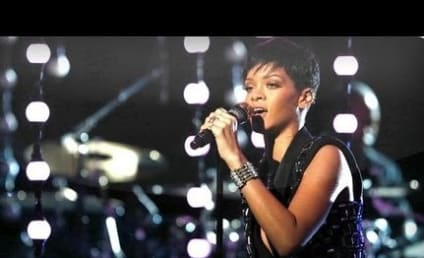 "Rihanna Performs ""Diamonds"" on The Voice Finale"