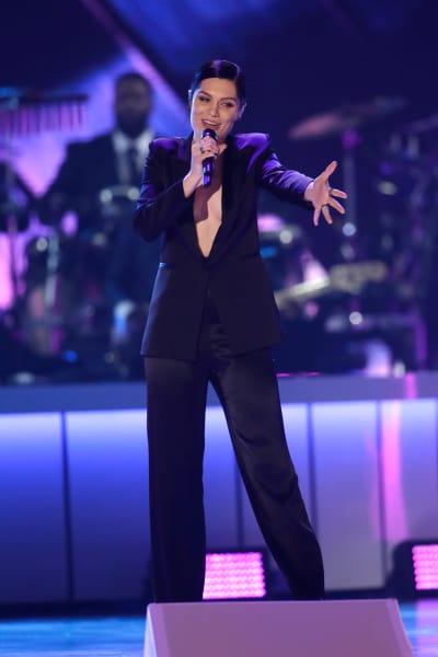 Jessie J Sings