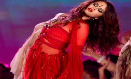 Selena Gomez Performs New Single at MTV Movie Awards