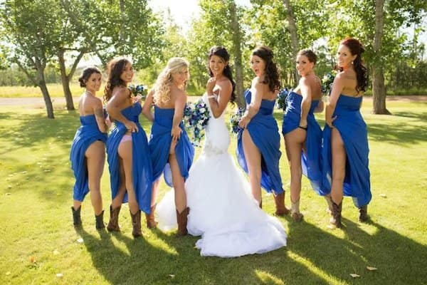 Bridal Parties Flash S In Wedding Photos Make It Stop The Hollywood Gossip