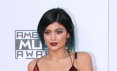 Which sister looked best at the 2014 AMAs?