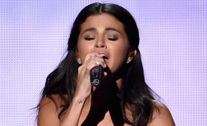 Selena Gomez Performs at American Music Awards, Cries on Stage Over Justin Bieber
