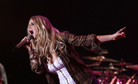 Jessica Simpson Performs