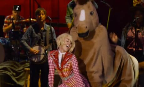 "Miley Cyrus Unplugged: ""Do My Thang"""