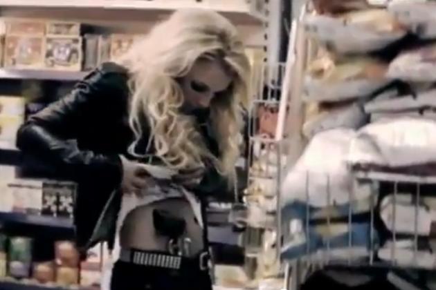 Britney Spears, Gun
