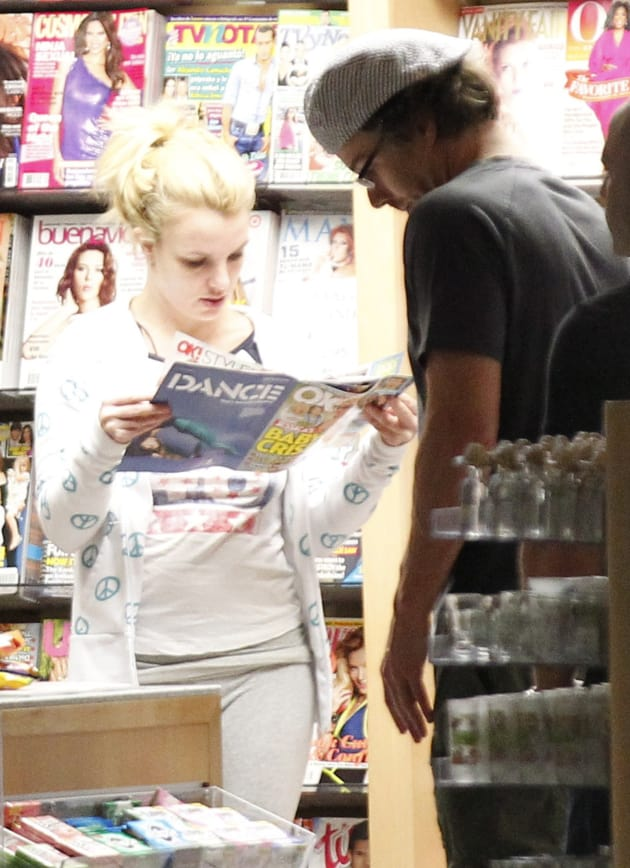 Britney Spears Reading Gossip