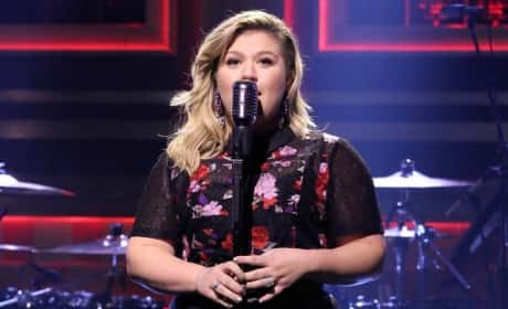 Kelly Clarkson on The Tonight Show