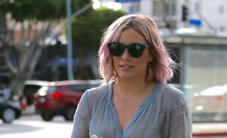 Hilary Duff Stops By Coffee Bean & Tea Leaf